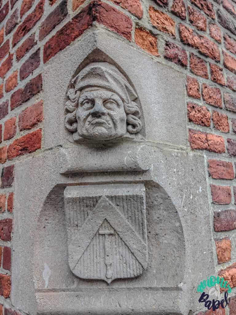 Escultura hombre nariz. Qué ver y hacer en Brujas en 2 días