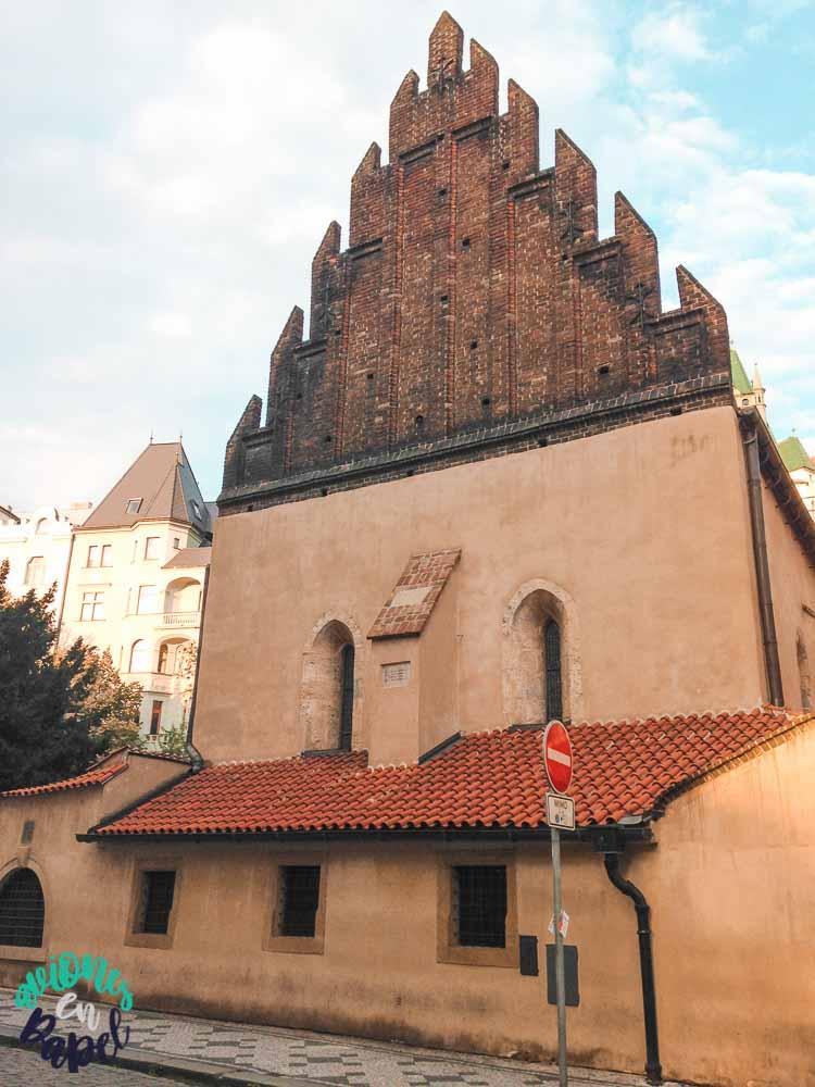 Sinagoga Vieja-Nueva en Josefov, el barrio judío de Praga
