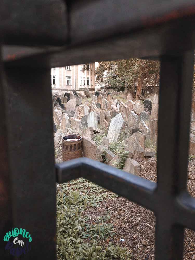 Cementerio en Josefov, el barrio judío de Praga