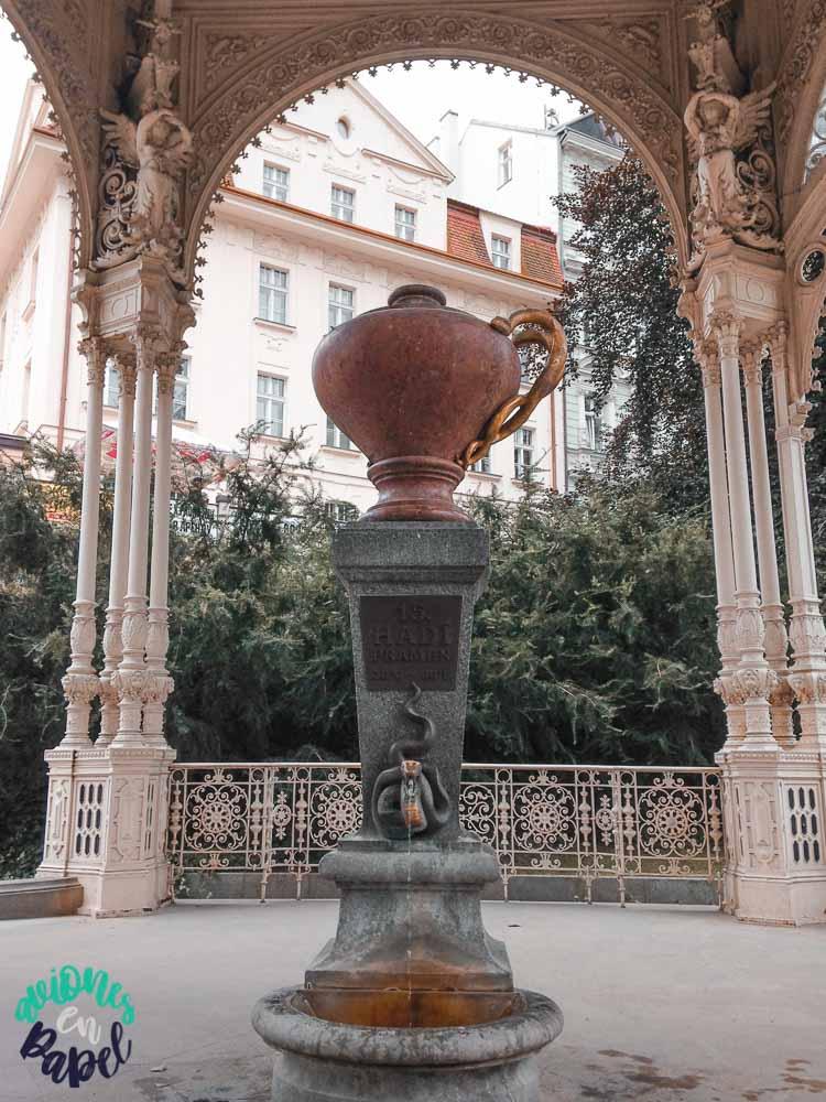Fuente de la Serpiente (Hadí Pramen) en la Columnata del Huerto, Karlovy Vary