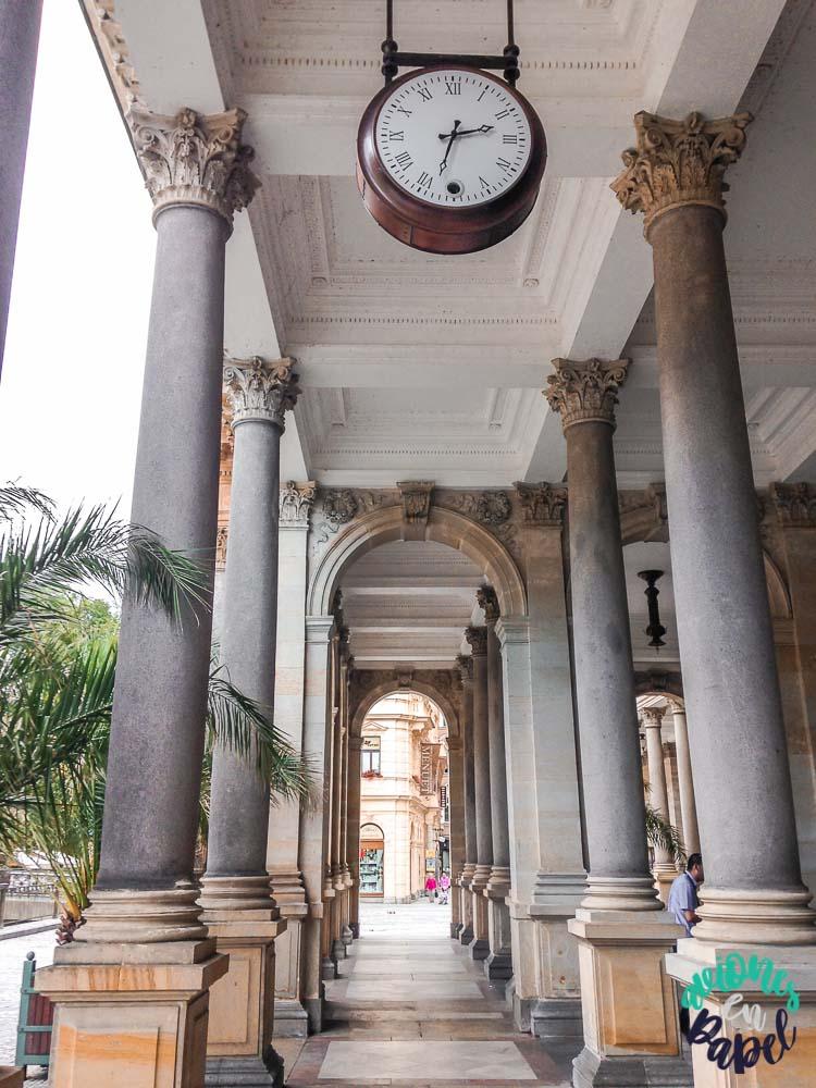 Columnas dentro de la Columnata del Molino, Karlovy Vary