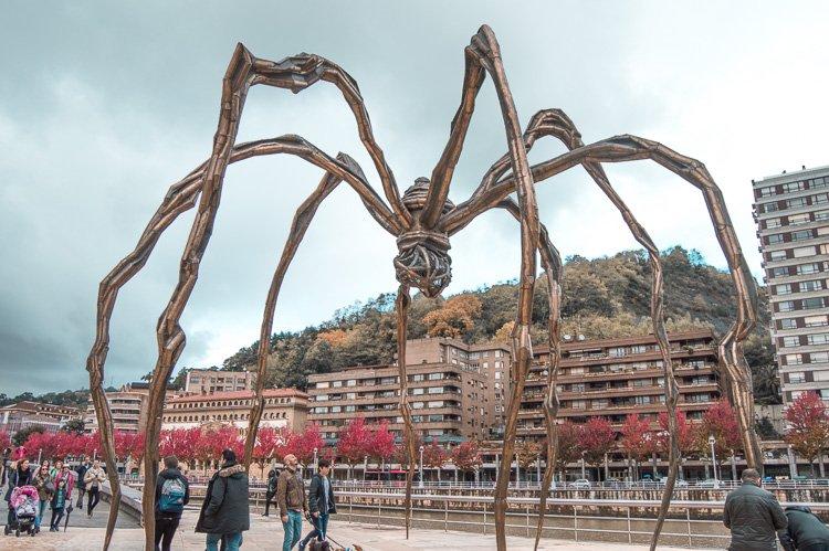 Escultura de mamá, araña frente al Museo Guggenheim