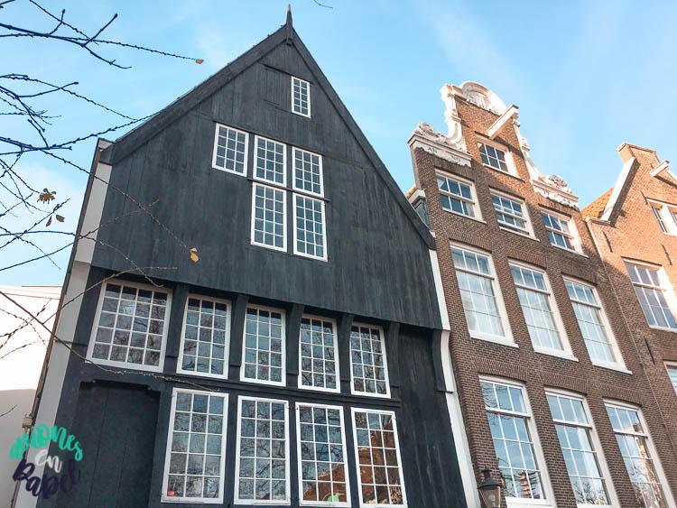 Casa de madera más antigua en Ámsterdam