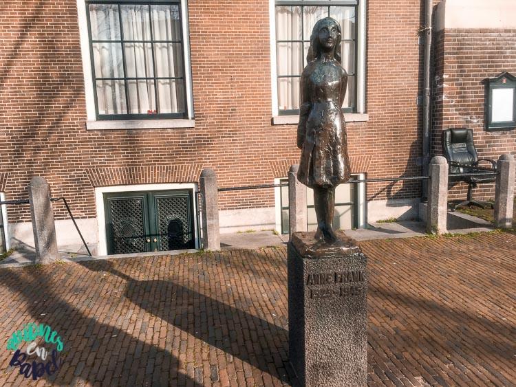 Estatua Conmemorativa a Ana Frank en Ámsterdam
