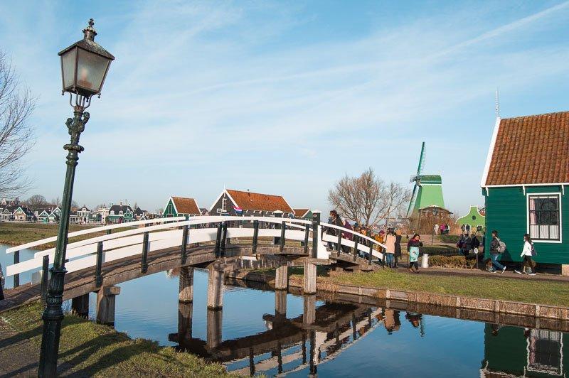Edificios y puentes en Zaanse Schans