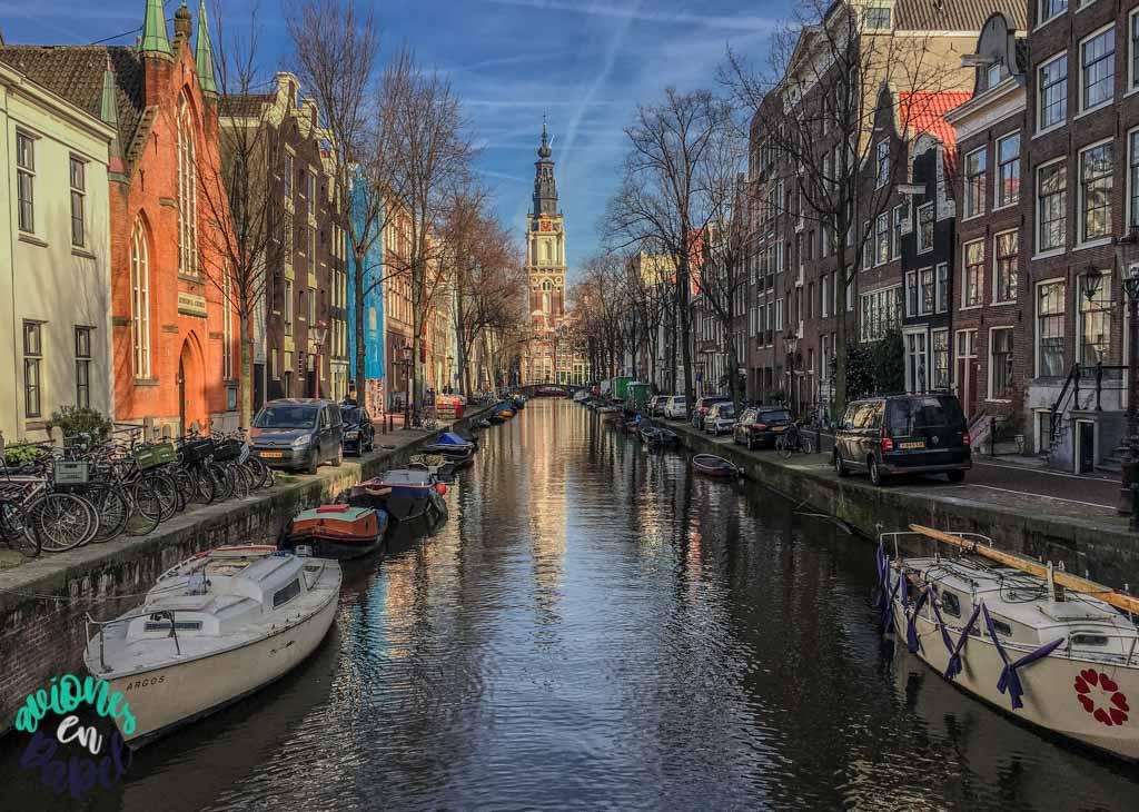 Iglesia sobre el canal. Qué ver y hacer en Ámsterdam en 3 días