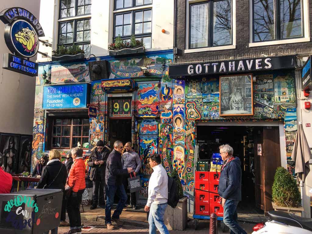 Coffeeshop The Bulldog. Qué ver y hacer en Ámsterdam en 3 días