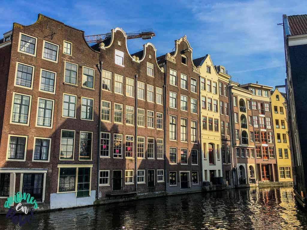 Panorámica casas sobre el río. Qué ver y hacer en Ámsterdam en 3 días
