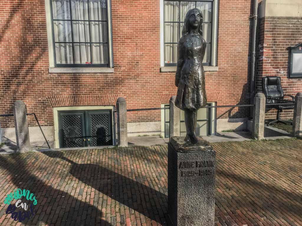 Estatua Ana Frank en Westermarkt - Ámsterdam