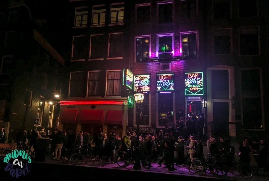 Barrio Rojo de noche. Qué ver y hacer en Ámsterdam en 3 días