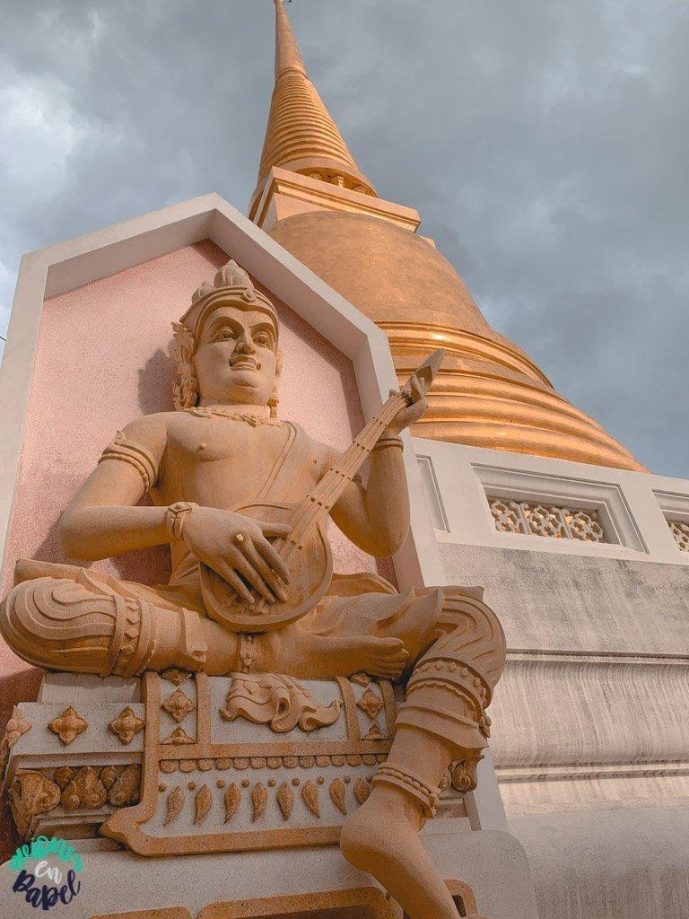 Estupa y escultura del Wat Bowonniwet. Qué ver en Bangkok en 3 días