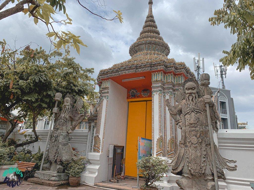Gigantes Yak en el Wat Pho. Qué ver en Bangkok en 3 días