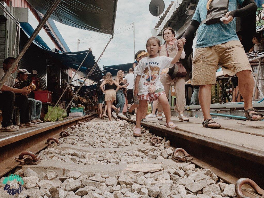 Mercado del tren de Mae Klong. Bangkok