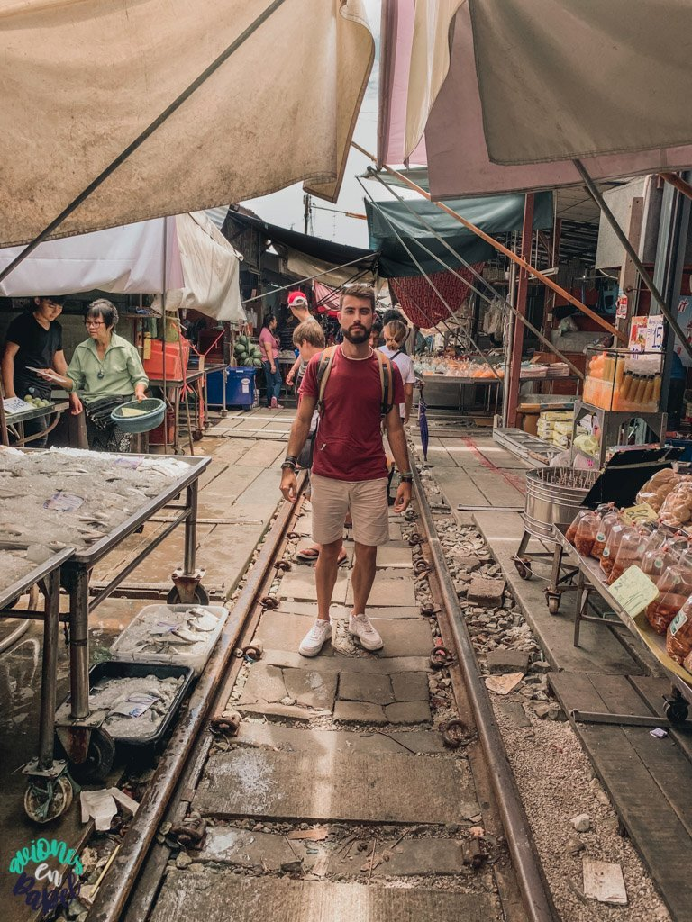 Puestos en el mercado del tren de Mae Klong. Qué ver en Bangkok en 3 días