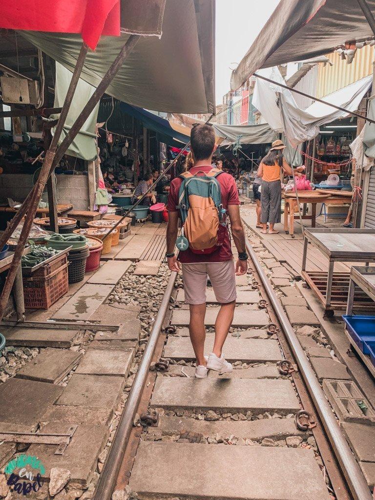 Vías del tren del mercado de Mae Klong. Qué ver en Bangkok en 3 días