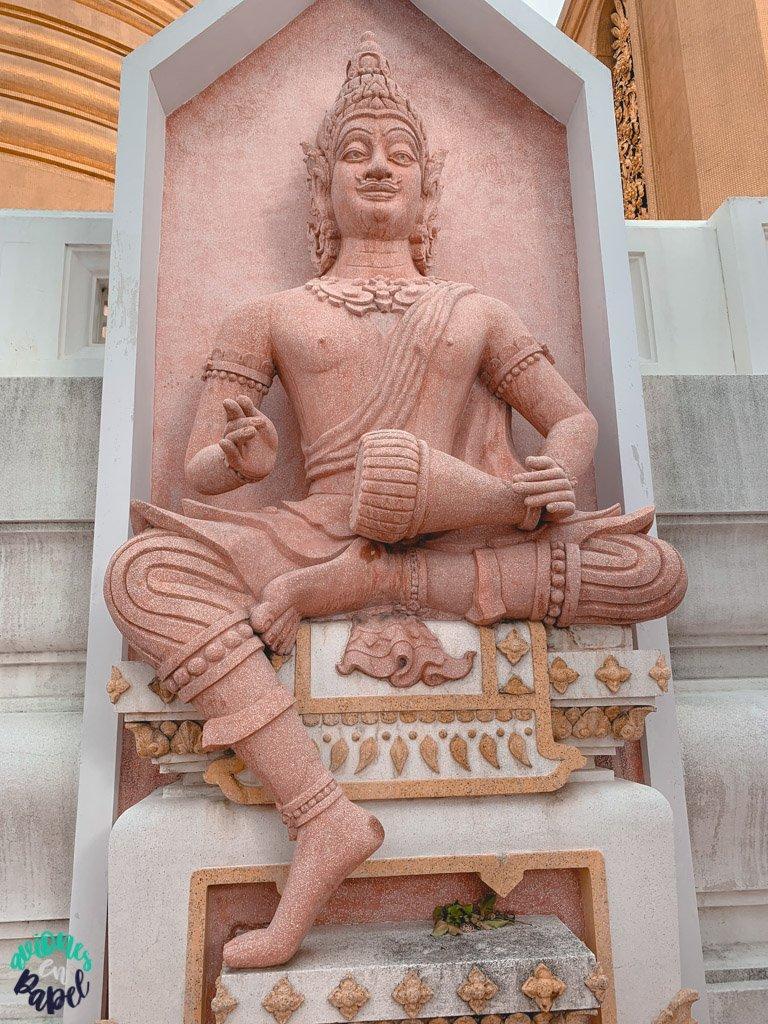 Escultura del Wat Bowonniwet. Qué ver en Bangkok en 3 días