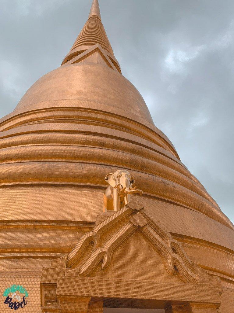 Estupa y elefante del Wat Bowonniwet. Qué ver en Bangkok en 3 días
