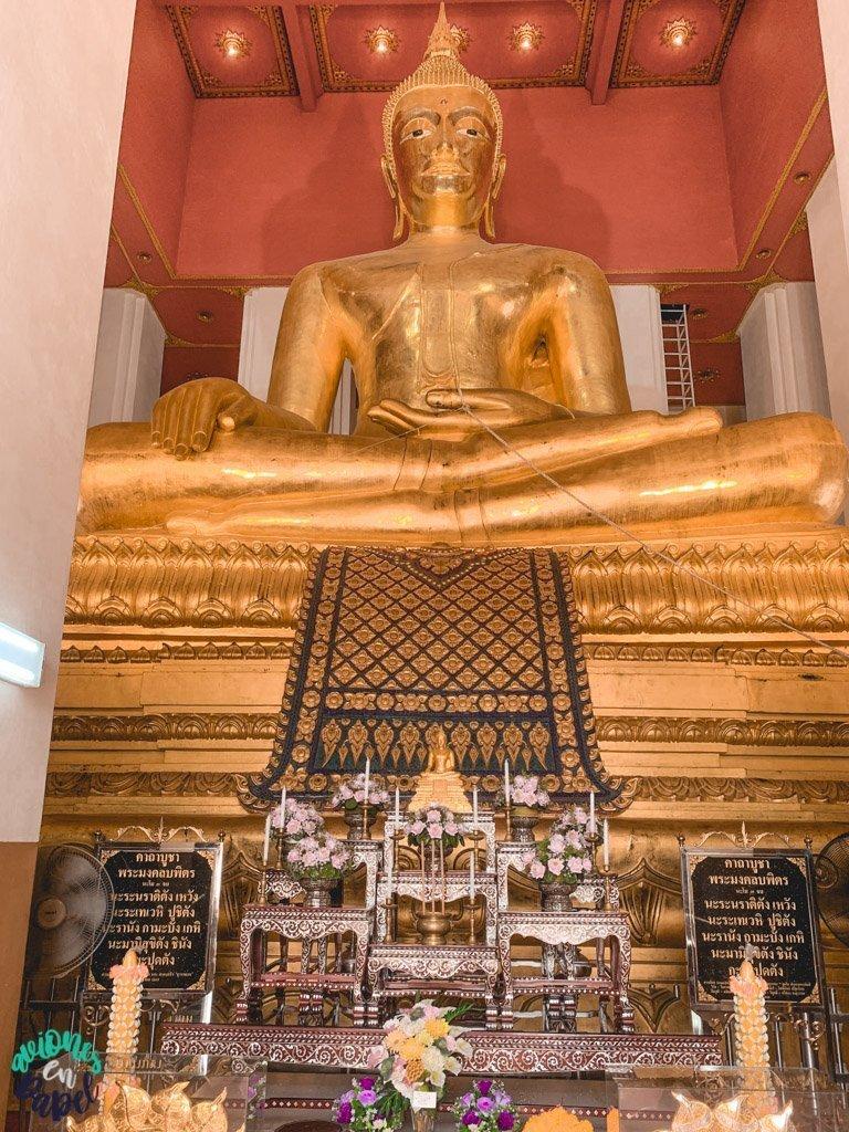 Buda de bronce del Phra Mongkon Bophit. Qué ver y hacer en Ayutthaya en 1 día