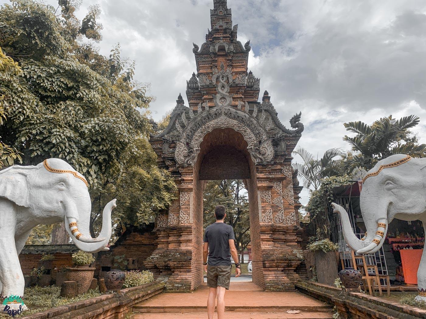 Entrada al Wat Lok Moli - Chiang Mai