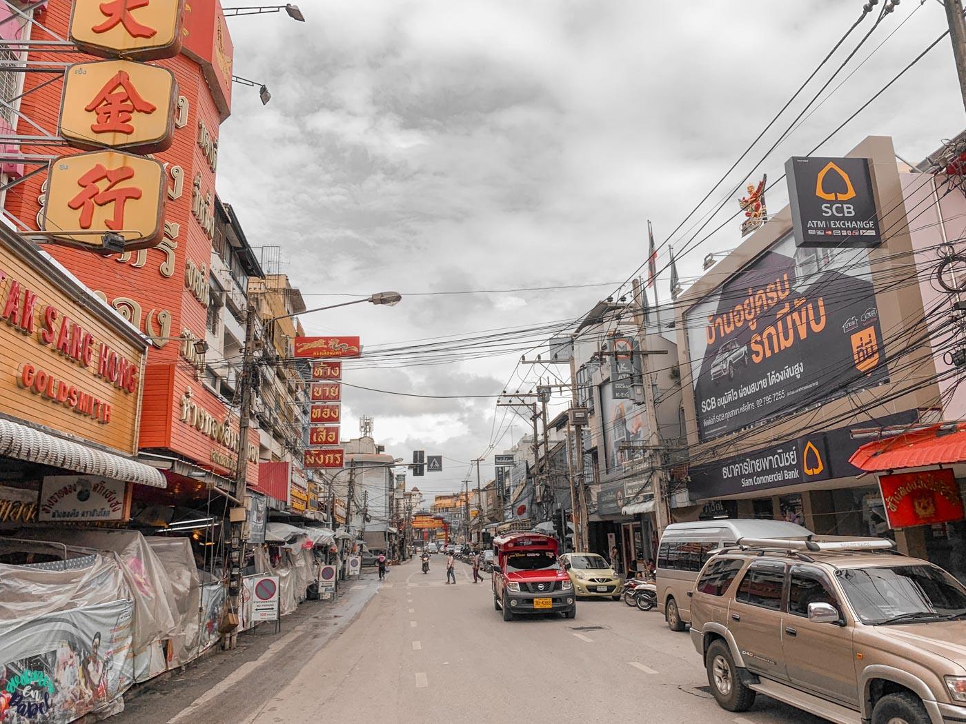 Calle principal del Barrio Chino de Chiang Mai