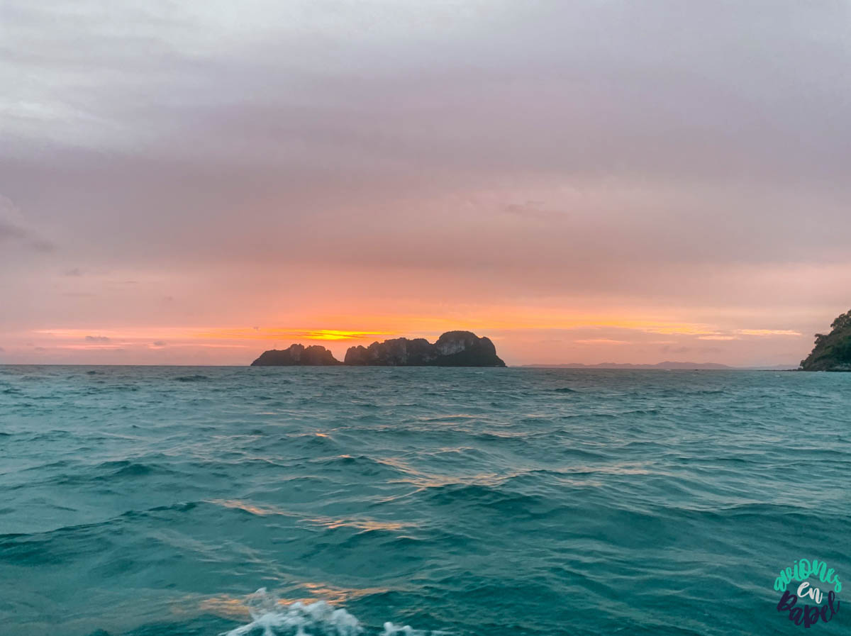 Vista del atardecer des la Long Tail en nuestra excursión a las Islas Phi Phi