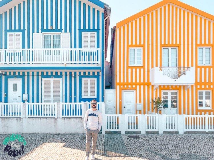 Casa azul y amarilla