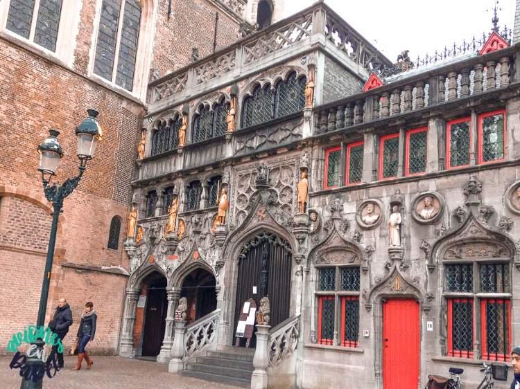 Basílica de la Santa Sangre en la Plaza Burg. Brujas