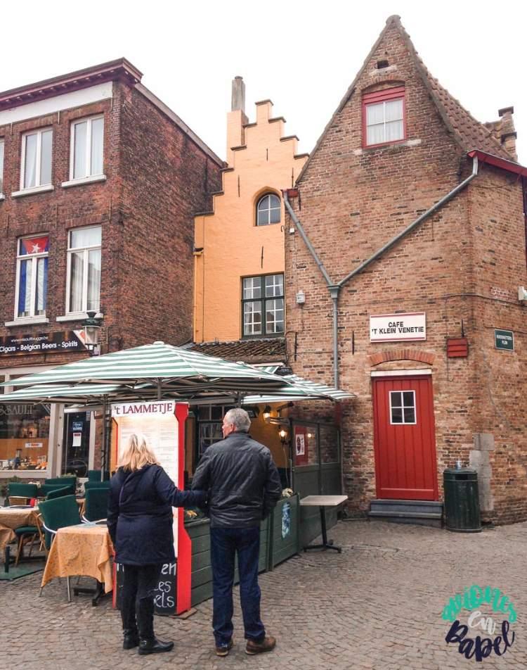 Huidenvettersplein (Antiguo Mercado del Pescado). Brujas