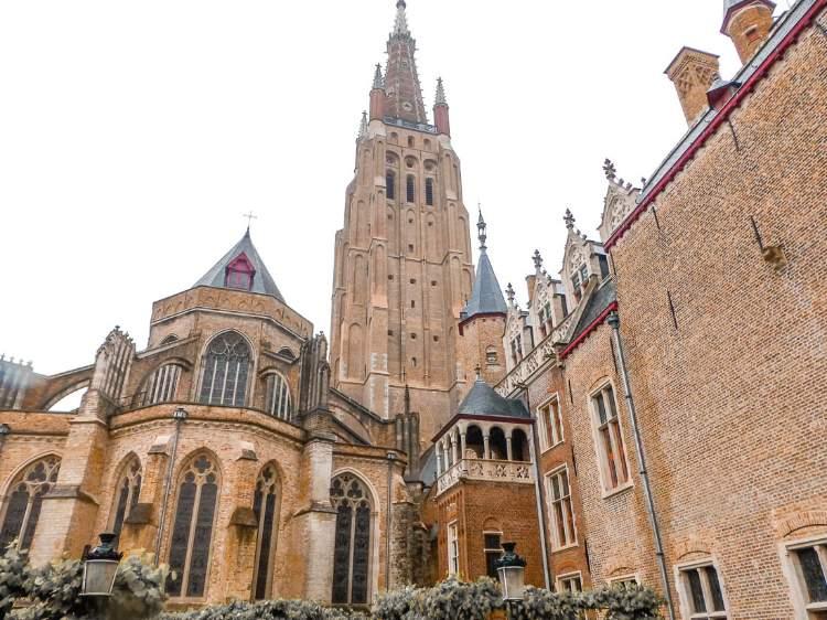 Qué ver y hacer en Brujas en 1 o 2 días: Iglesia Nuestra Señora
