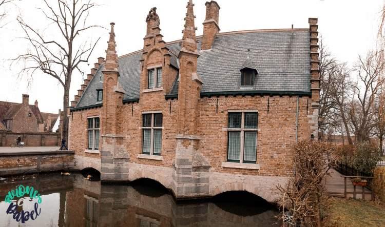 Sashuis en el Lago del Amor de Brujas, Bélgica