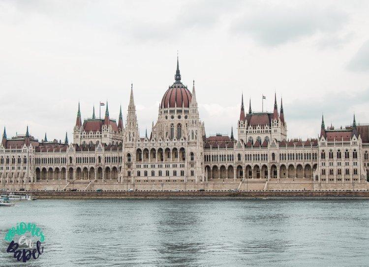 Vistas a orillas del Danubio del Parlamento de Budapest