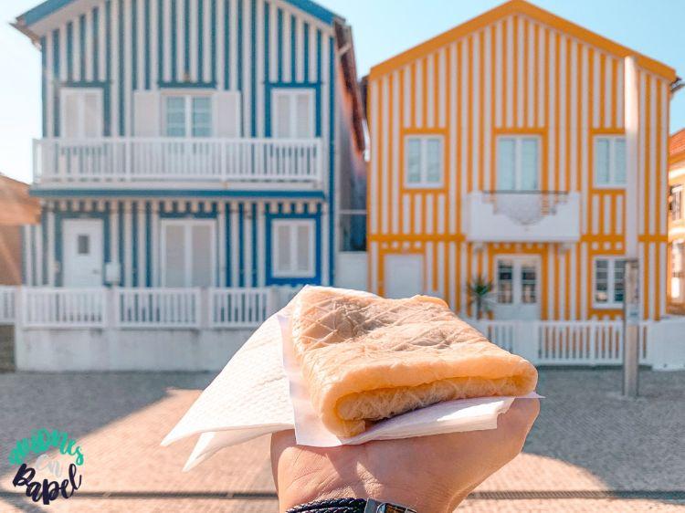 Tripa, producto dulce típico de Aveiro frente a las casas de Costa Nova