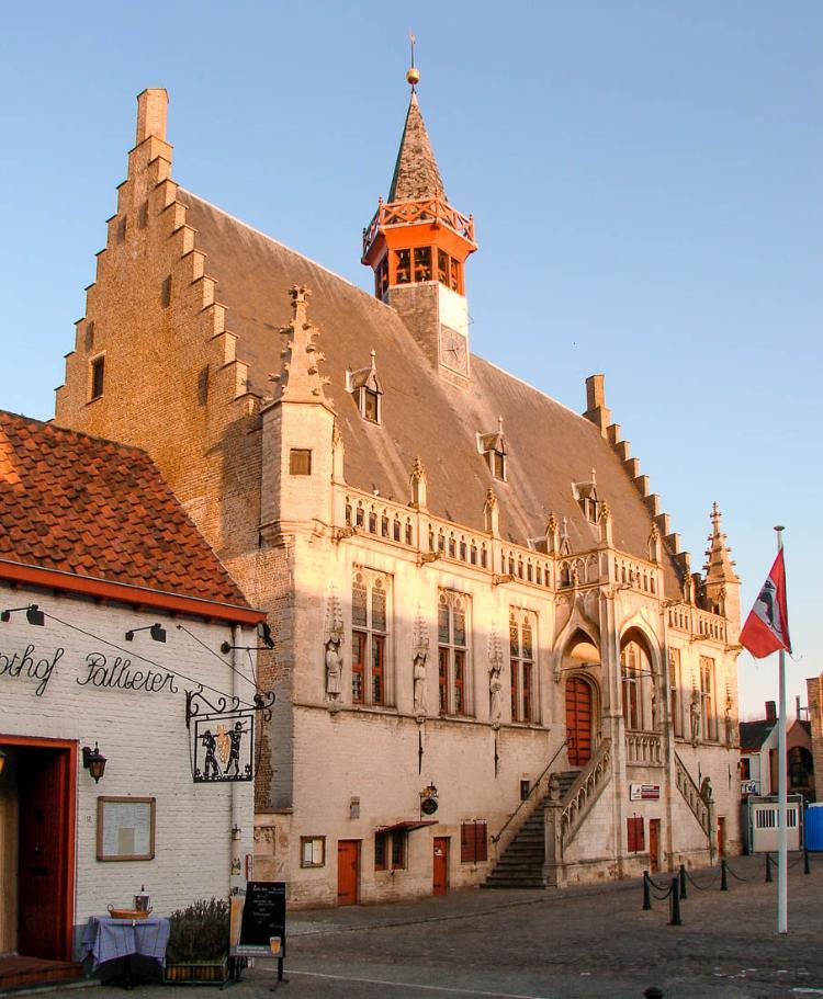 Excursión a Damme en bicicleta desde Brujas: Stadhuis