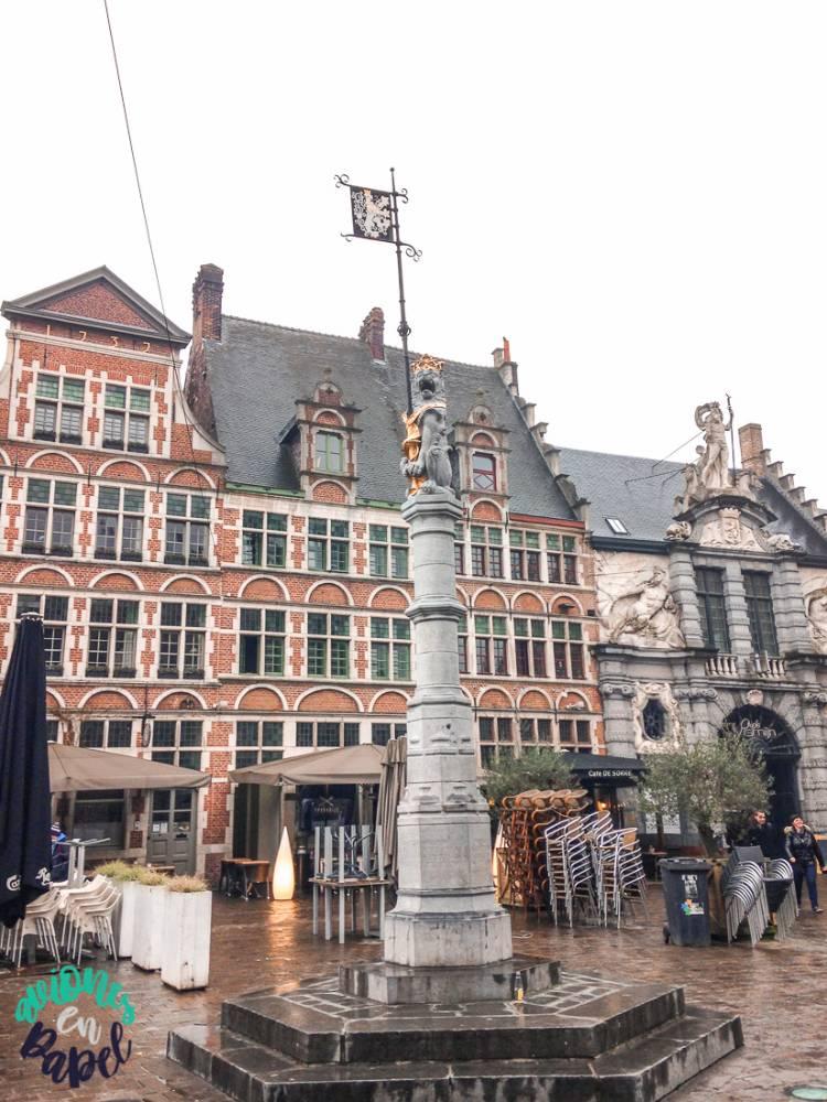 Plaza Sint-Veerleplein en Gante. Bélgica