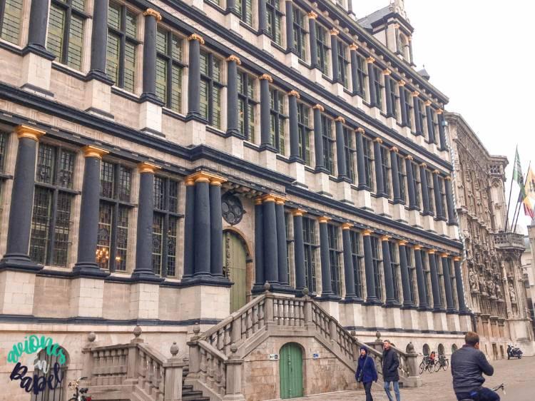 Fachada del Ayuntamiento de Gante, Bélgica