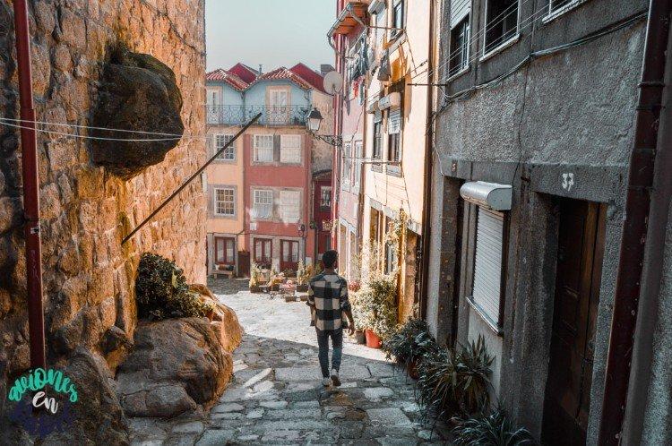 Rua Largo de la Pena Ventosa, en el Barrio de la Sé. Oporto