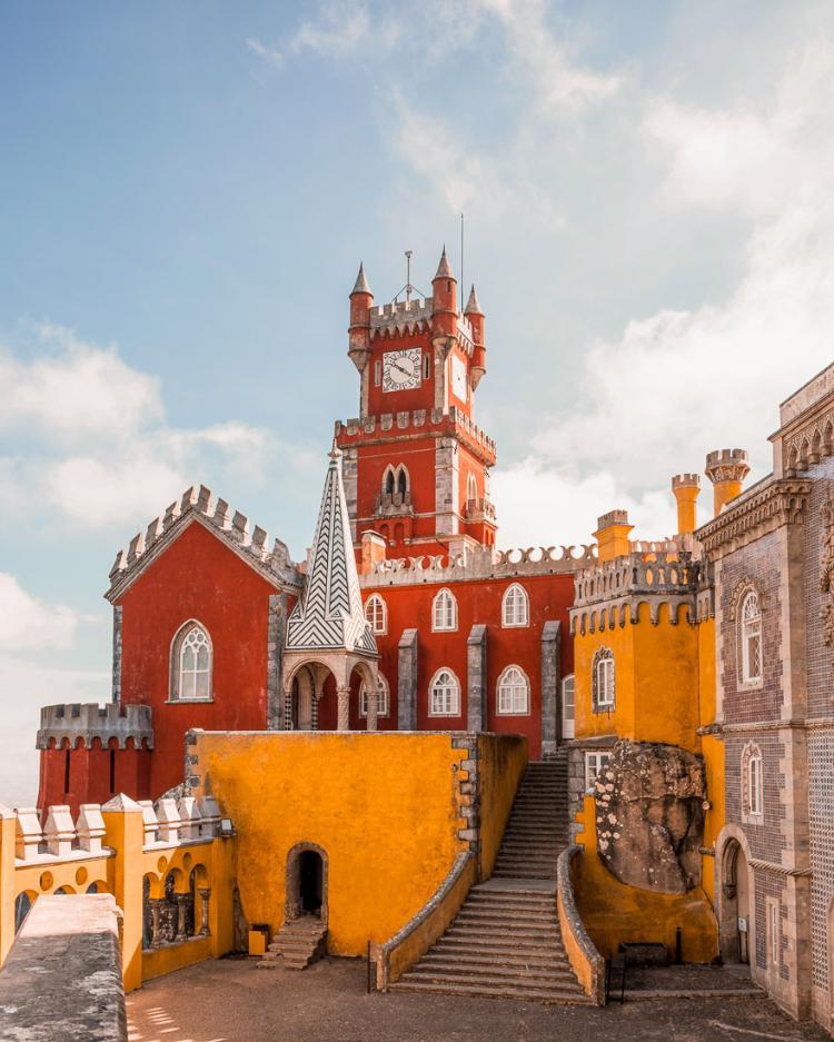 Qué ver en Sintra y cómo llegar desde Lisboa. Patio de los Arcos