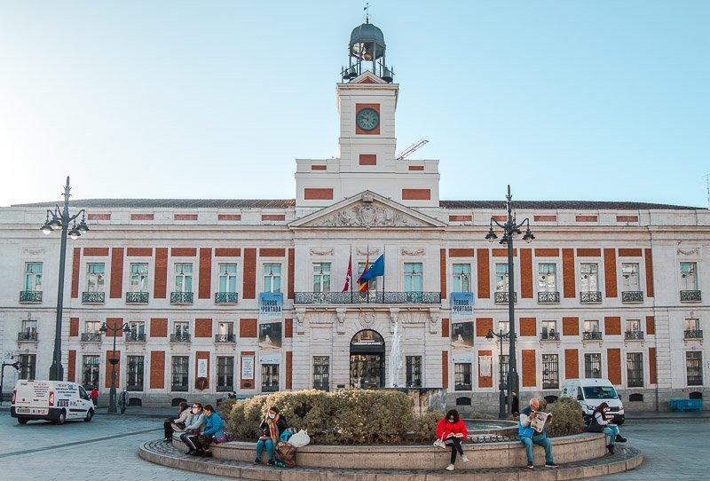 Qué ver en Madrid en 2 días: Reloj de la Puerta de Sol