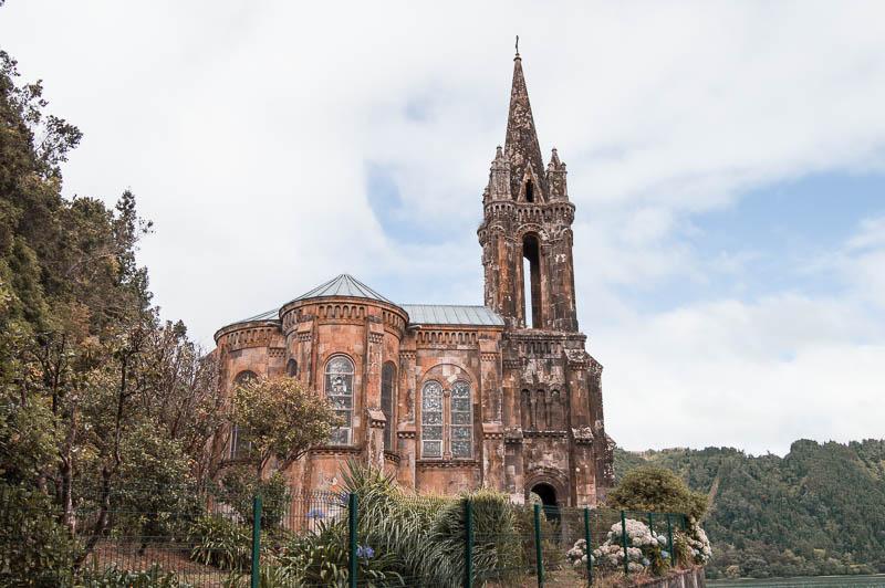 Ermita de Nossa Senhora das Vitórias en el Lagoa das Furnas