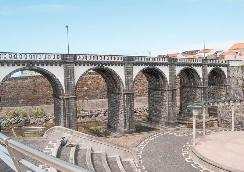 Qué ver y hacer en Ribeira Grande ciudad: Puente de los ocho arcos