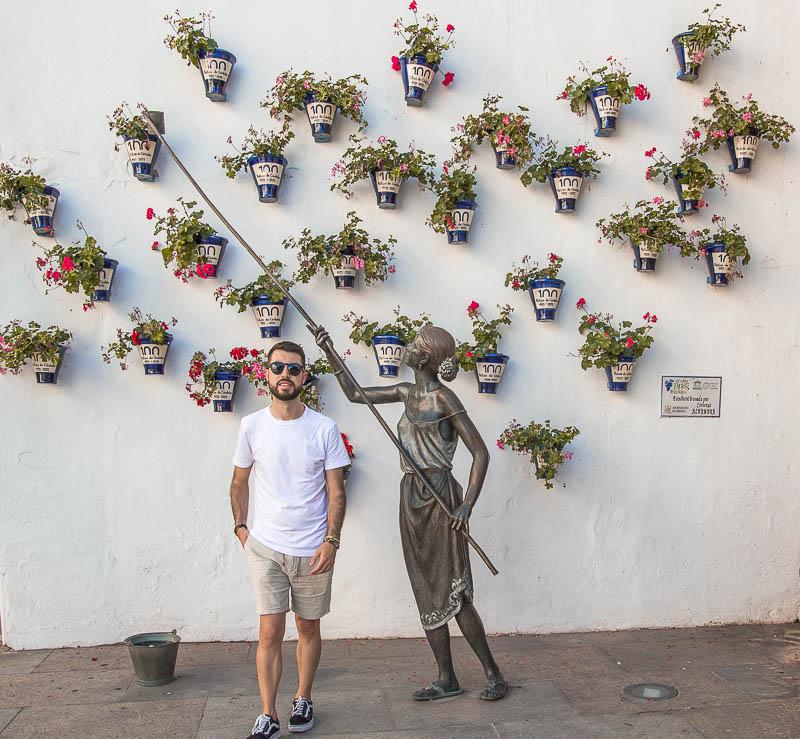 Torre de la Puerta del Rincón y escultura de los Patios de Córdoba