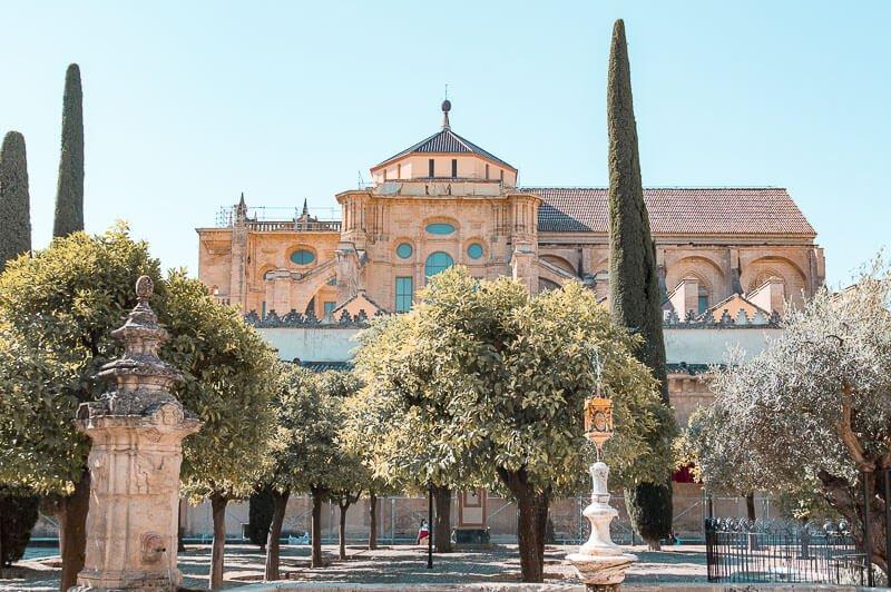 Visita a la Mezquita Catedral de Córdoba: Patio de los Naranjos