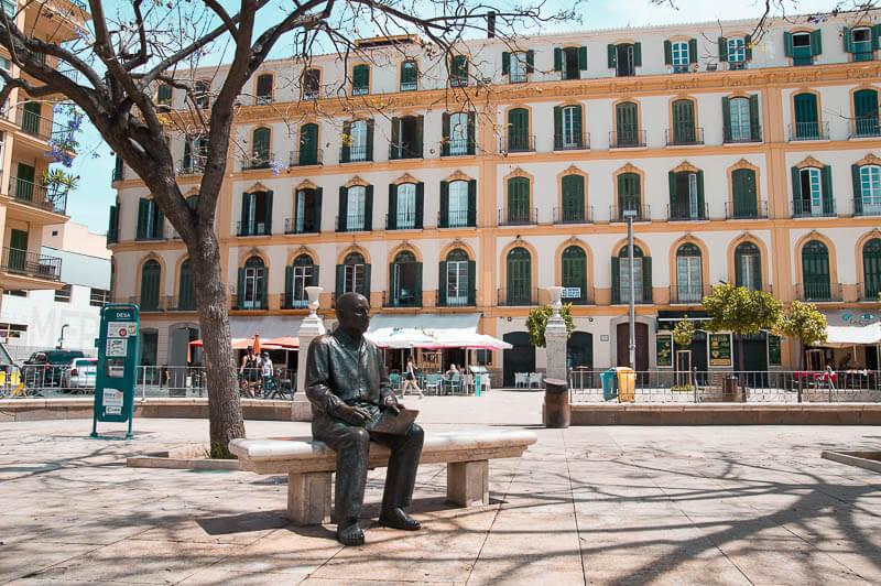 Estatua de Picasso y Plaza de la Merced en Málaga