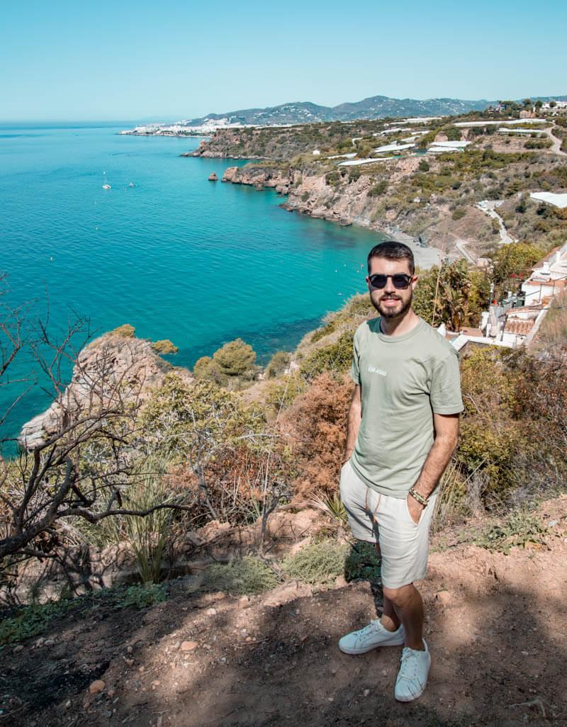 Vistas de los acantilados de Maro desde su torre